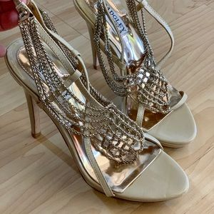 Badgley Mischka 5.5 US Beige/ Gold Chain Heels